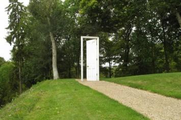 door 3 355x235 Small, Medium, Large at Donjon de Vez, France